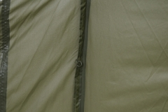 """Uchwyty wewnątrz namiotu, dzięki którym zamontujemy """"sypialnię"""""""